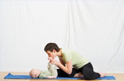 Comment assister à une classe de yoga bébé