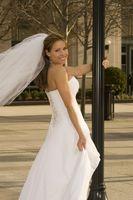 Comment se débarrasser de Back Fat dans une robe de mariée