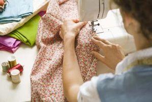 Comment coudre un patch sur une jambe de pantalon avec une machine à coudre