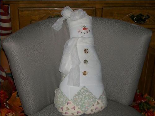 Comment faire une poupée bonhomme de neige utilisant un vieux Quilt