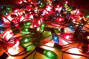 Comment accrocher les lumières de Noël sur Stucco