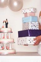 Comment faire une boîte de gâteau cadeau pour une douche nuptiale
