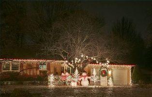 Comment accrocher les lumières de Noël sur Gouttières
