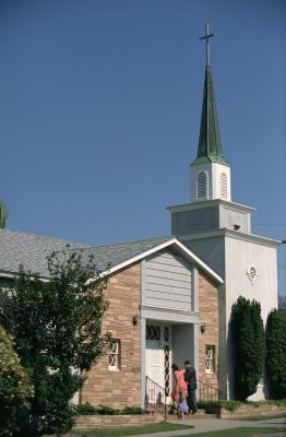 Comment décorer l'entrée d'un sanctuaire Eglise avec Tulle