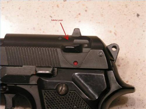 Comment tirer un Beretta 9mm Pistol