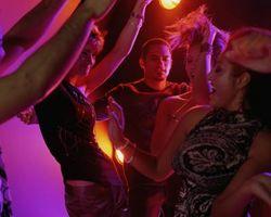 Comment aborder une fille sur le Dance Floor