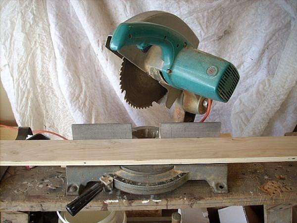 Comment faire une coupe sup rieure 45 degr s sur une scie onglets - Comment couper un angle a 45 degres ...