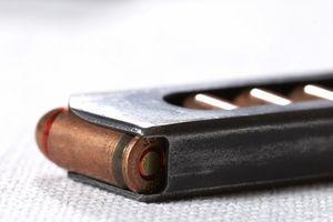 Comment puis-je changer les poignées sur un U22 Beretta NEOS Pistol?