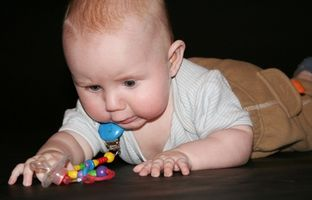 Comment faire un jeu pour bébé sur un tapis