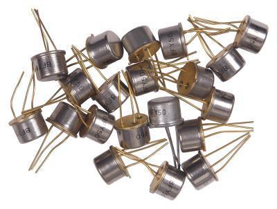 Le fonctionnement d'un transistor comme un amplificateur dans une configuration émetteur commun