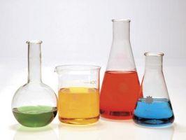 Les expériences de chimie avec du papier de gravure