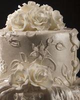 Comment puis-je faire mon gâteau de mariage propre et les fleurs?