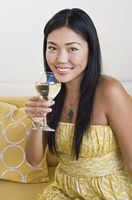 Cadeaux pour les douches nuptiales: bouteille de vin