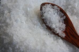 Pourquoi est le sel utilisé pour faire fondre la glace?