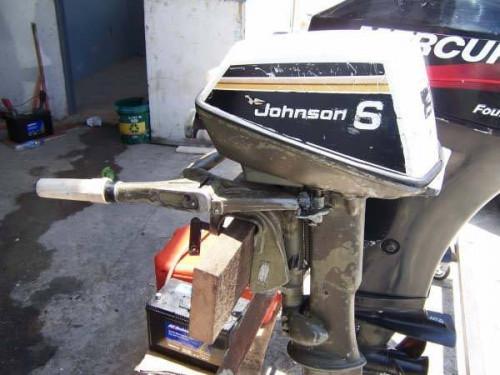 Comment faire pour installer un moteur hors-bord Johnson