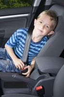 Les lois concernant les parents de laisser des enfants sans surveillance dans les véhicules