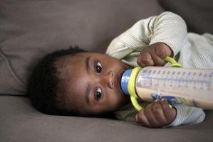 Bouteilles en verre contre bouteilles en plastique pour bébés