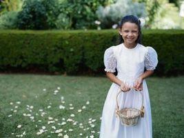 Comment attacher un ruban sur le panier d'une fille de fleur