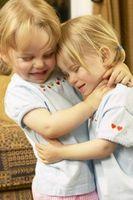 Comment créer des liens avec les tout-petits jumeaux adoptés