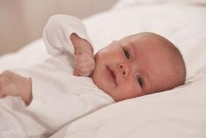 Que puis-je faire avec mon nouveau-né Alors il est éveillé?