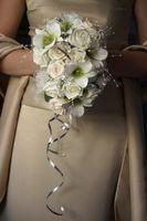 Comment Weave ruban sur une poignée bouquet de mariée