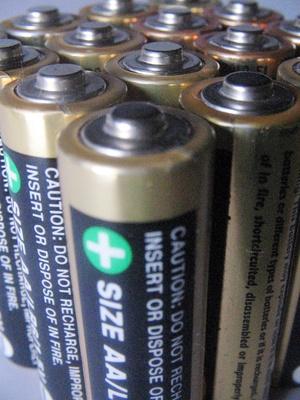 Comment remplacer Quatre piles AA avec une batterie 6-Volt