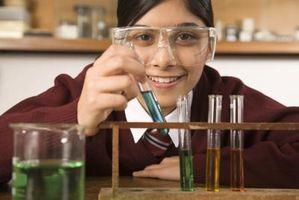 Qu'est-ce qu'une expérience de titration et comment est-elle effectuée?