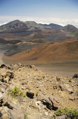 Quels sont les types d'activité volcanique qui ne supposent pas la Eruption de Lava?
