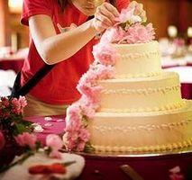 Comment Tier un gâteau de mariage
