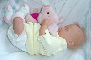 Comment donner le biberon d'un bébé Preemie