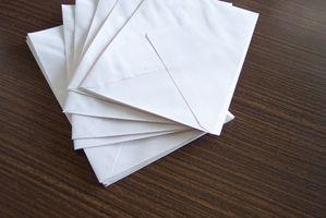 L'étiquette sur le traitement des enveloppes pour une réception de mariage