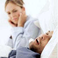 Comment dormir avec quelqu'un qui ronfle