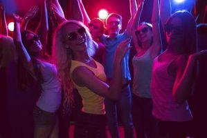 Comment draguer une fille sur un étage Club Dance