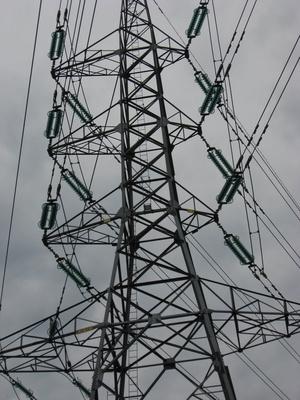 L'impact de la haute tension des lignes électriques sur un champ magnétique