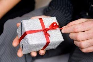 Quels sont les bons cadeaux d'anniversaire pour les gars?