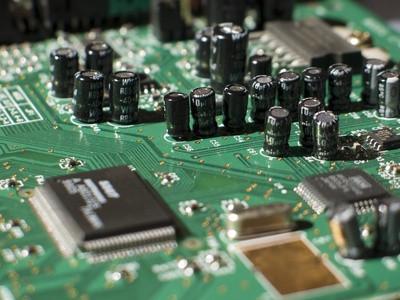 Comment faire pour installer un Radial condensateur électrolytique