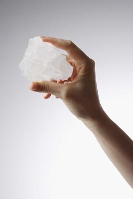 Quels sont les cristaux et comment sont-ils formés?