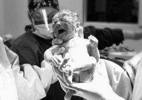 Comment puis-je obtenir mon nom sur le certificat de naissance de mon enfant?
