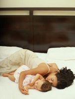 Déplacement d'un enfant en bas âge Co-sommeil à un lit de bébé