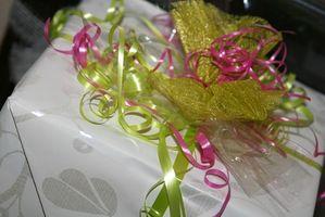 Comment écrire cadeau Informations Registre sur une invitation nuptiale de douche
