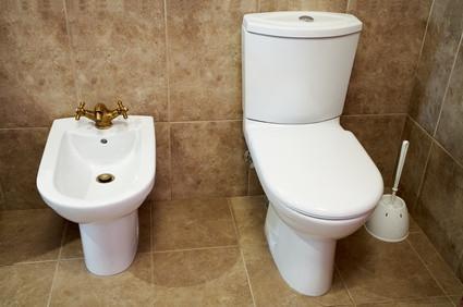 Comment fixer un siège de toilette à un seau de cinq gallons