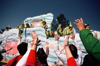 Simple Ideas Parade Float