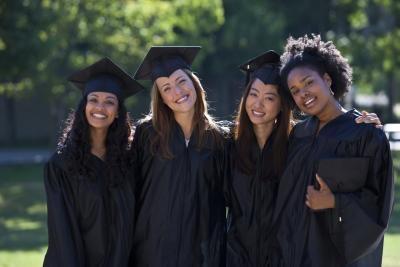 Qu'est-ce qu'une cérémonie Graduation Commencement?