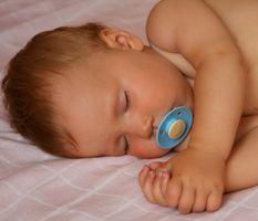 Quels sont certains problèmes avec les enfants dormir dans le lit avec leurs parents?