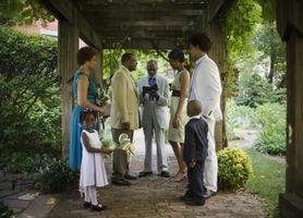 Comment décorer une petite cour pour un mariage simple et décontracté
