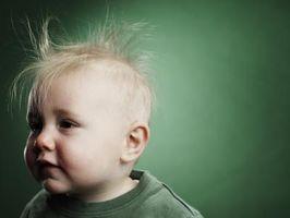 Arrêt statique Cling dans les cheveux d'un bébé