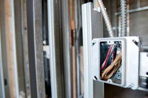 Comment savoir quel fil électrique est noir sur la lumière?