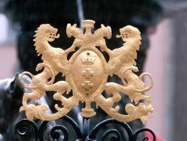 Quelle est la différence entre un Coat of Arms & a Crest?