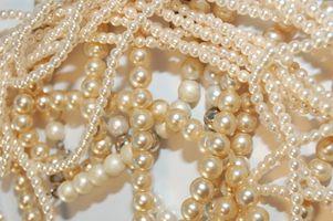 Styles de cheveux de mariée avec des perles