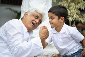 Comment enseigner aux enfants d'interagir avec les personnes âgées